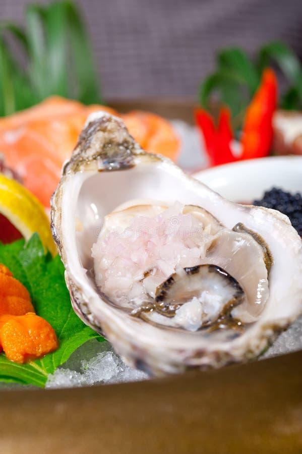 Download Selezione Choice Dell'assortimento Di Miscuglio Dei Sushi Freschi Immagine Stock - Immagine di tonno, antipasto: 55360229