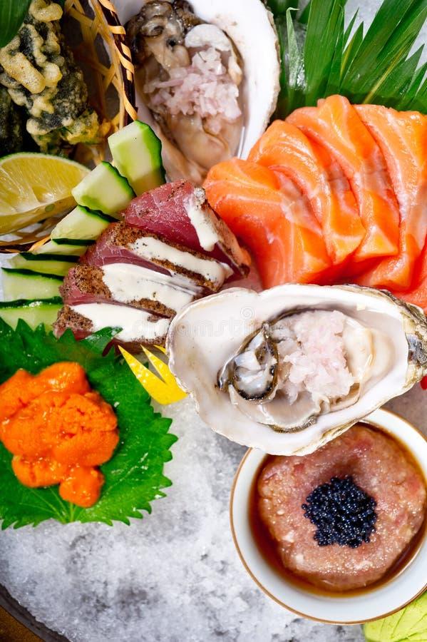 Download Selezione Choice Dell'assortimento Di Miscuglio Dei Sushi Freschi Fotografia Stock - Immagine di saporito, salmoni: 55360262