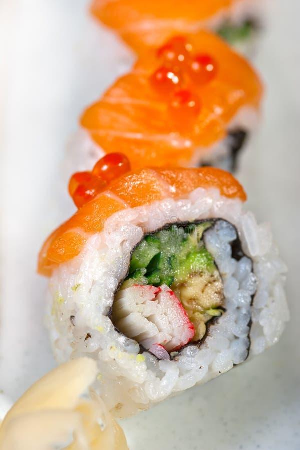 Download Selezione Choice Dell'assortimento Di Miscuglio Dei Sushi Freschi Immagine Stock - Immagine di sushi, salmoni: 55360371