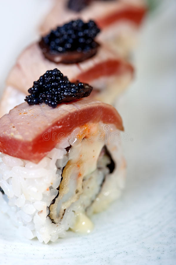 Download Selezione Choice Dell'assortimento Di Miscuglio Dei Sushi Freschi Fotografia Stock - Immagine di pranzo, seafood: 55360394