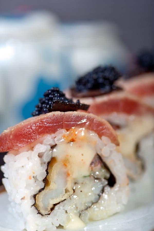 Download Selezione Choice Dell'assortimento Di Miscuglio Dei Sushi Freschi Immagine Stock - Immagine di ristorante, rosso: 55360409