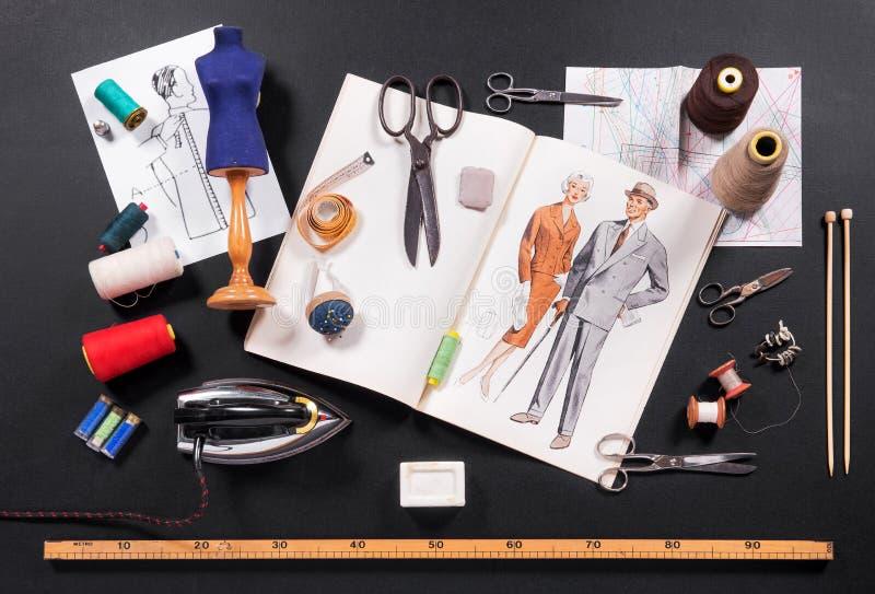 Selezione degli strumenti per un sarto o una cucitrice immagine stock libera da diritti