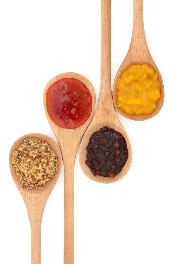 Selezione della senape, del sottaceto e della salsa fotografia stock