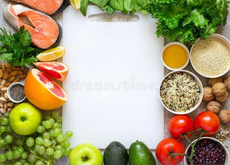 Selezione di alimento sano per cuore, dieta, disintossicazione Pesce, cereali, fotografia stock