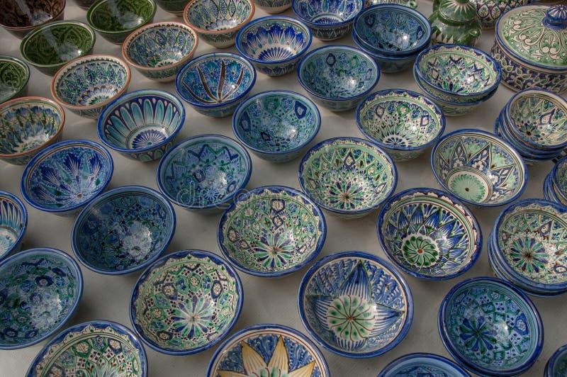 Selezione di terraglie blu da vendere, Buchara, l'Uzbekistan fotografia stock libera da diritti