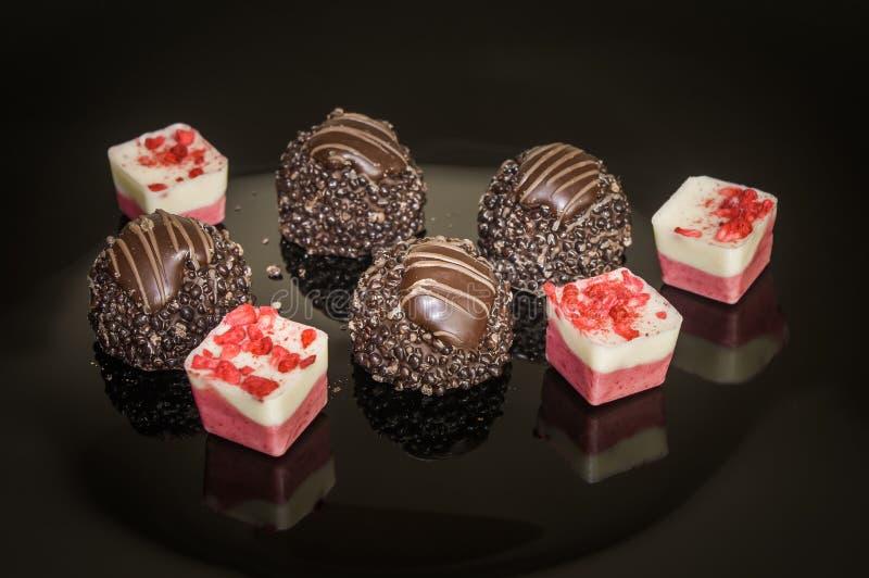 Selezione dolce del cioccolato della confetteria dell'assortimento delle caramelle e delle praline dolci fotografia stock