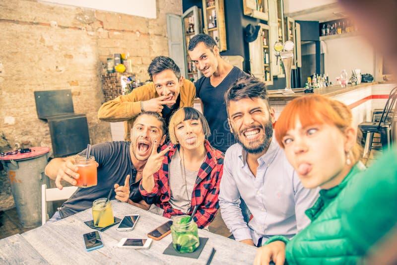 Selfie в баре стоковое фото rf