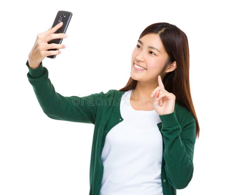 Selfie asiático de la toma de la mujer fotografía de archivo libre de regalías