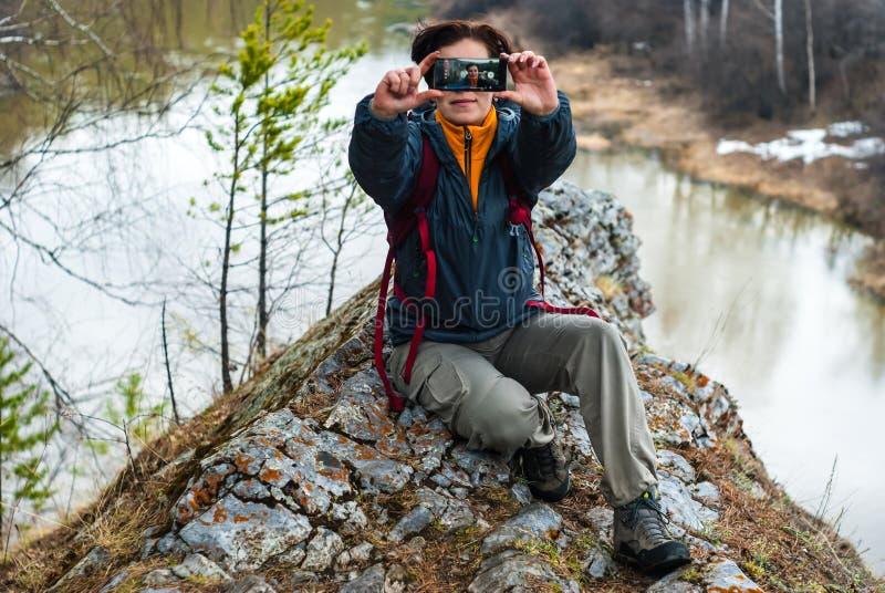 Selfie bovenop een klip boven de de lenterivier royalty-vrije stock foto's