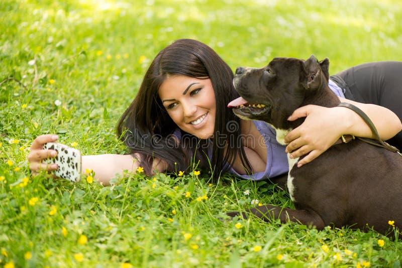 Download Selfie con il cane immagine stock. Immagine di rilassamento - 56892071
