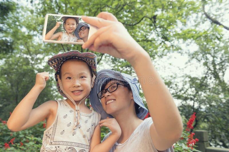 Selfie das famílias fotografia de stock