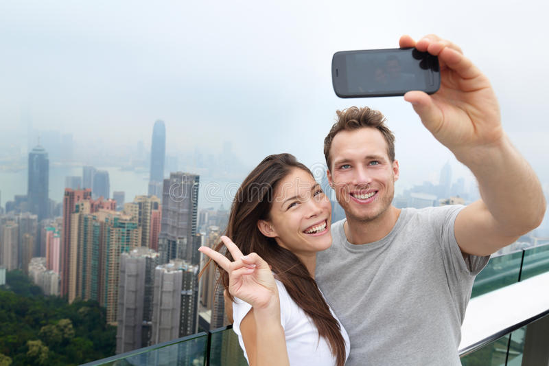 Selfie de couples de touristes de Hong Kong Victoria Peak photo stock