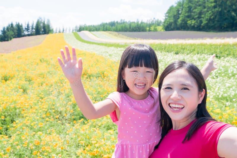 Selfie de la madre y de la hija feliz imágenes de archivo libres de regalías