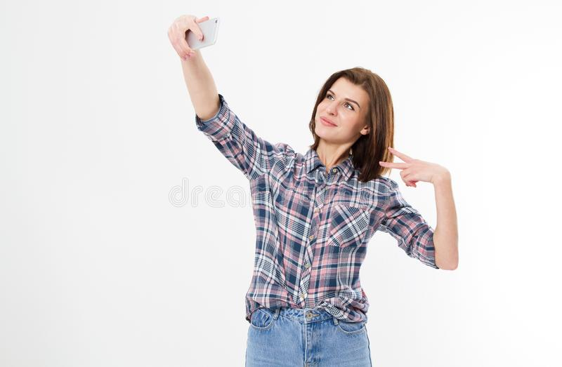 Selfie de la mujer morena adorable atractiva preciosa alegre coqueta elegante linda agradable de la muchacha con el pelo largo en fotos de archivo