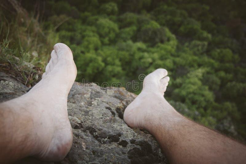 Selfie de pied de grimpeur de roche photographie stock libre de droits