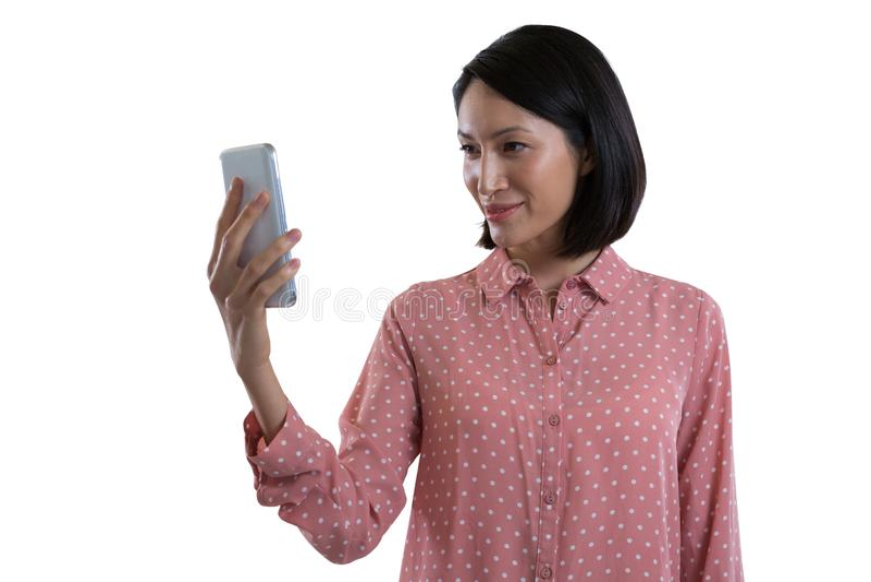 Selfie de prise exécutif femelle avec le téléphone portable photo libre de droits