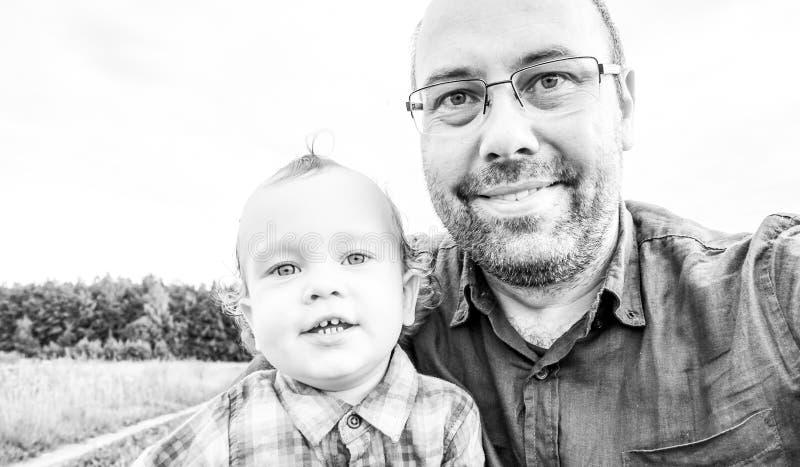 Selfie del padre y del hijo imagenes de archivo