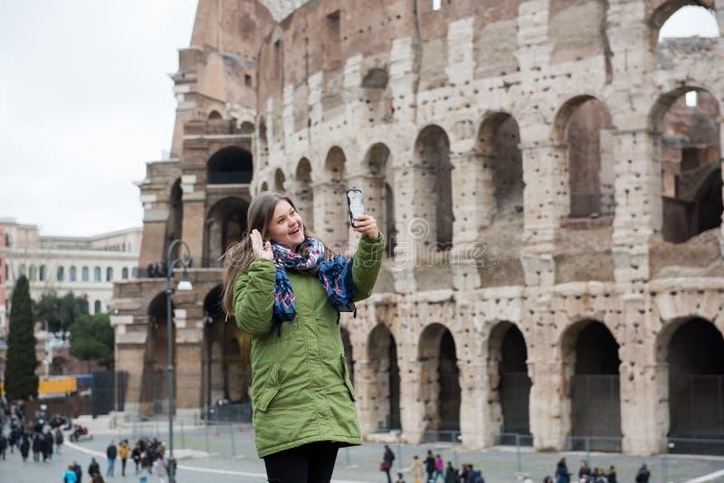Selfie devant Colosseum, ROM photographie stock libre de droits