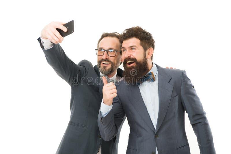 Selfie di riusciti amici Riusciti imprenditori degli uomini su fondo bianco Faccia parte del nostro gruppo di affari Gente di aff fotografie stock