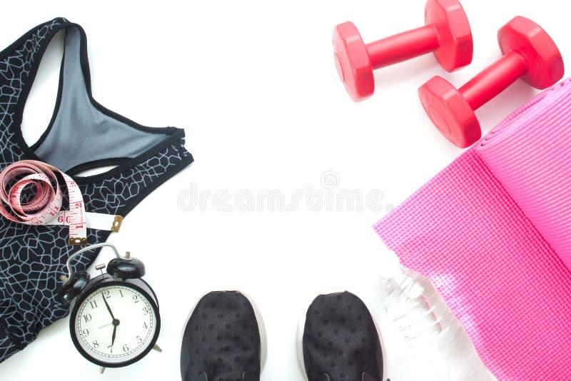 Selfie dos pés com artigos da aptidão e equipamentos de esporte, do conceito saudável e da dieta no branco fotografia de stock royalty free