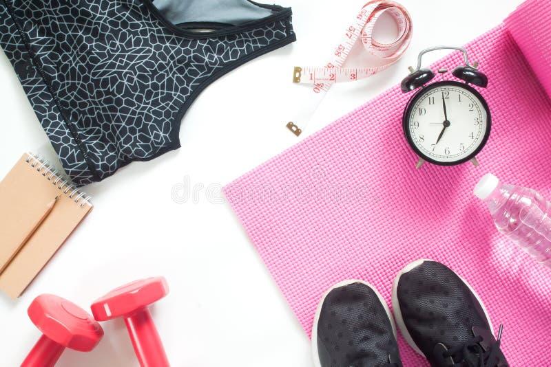 Selfie dos pés com equipamentos de esporte, do conceito saudável e da dieta no branco fotos de stock royalty free