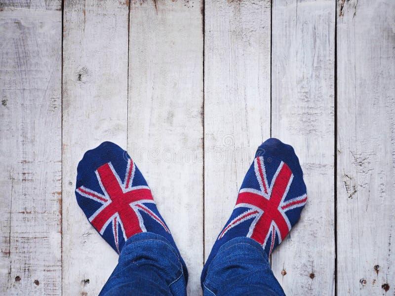 Selfie-Füße Socken mit britischem Flaggenmuster tragend lizenzfreie stockfotografie