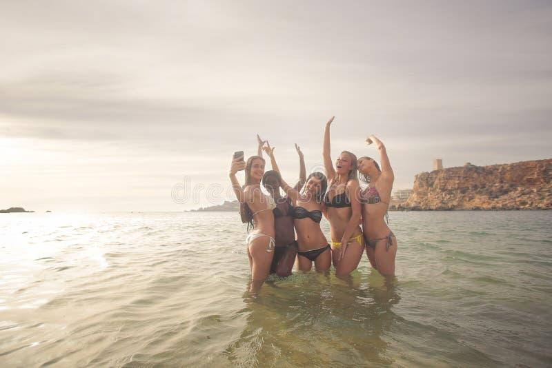 Selfie i havet arkivbild