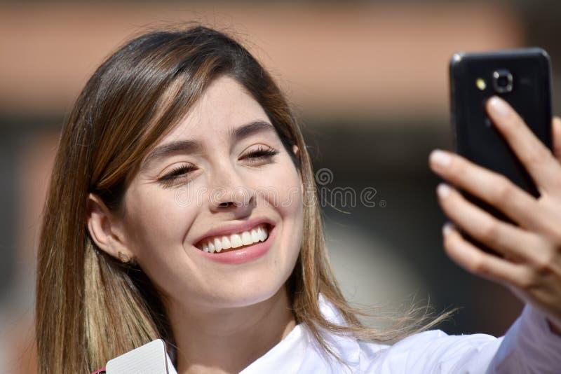 Selfie Jest ubranym Lab żakiet Żeński student medycyny obraz stock
