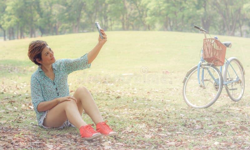 Selfie, Młoda piękna kobieta fotografia stock