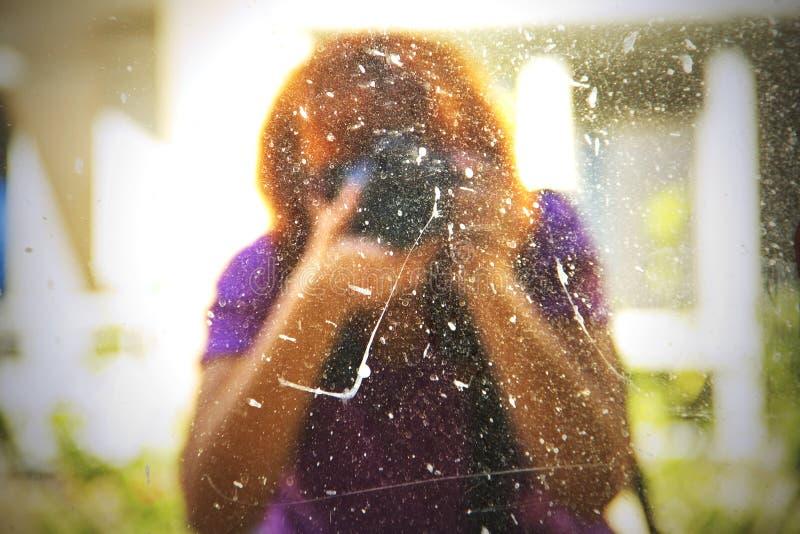 Selfie med en smutsig spegel royaltyfria foton