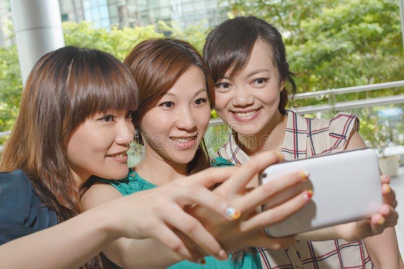 Selfie med vänner arkivbild