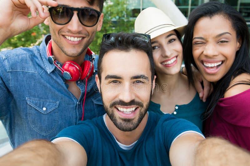 Selfie mit Freunden stockbild