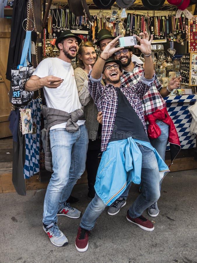 Selfie in Oktoberfest stock foto