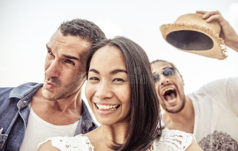 Selfie pazzo con i fronti divertenti fotografia stock libera da diritti