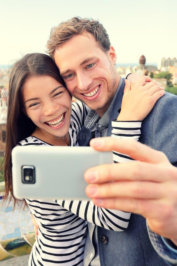 Selfie smartphone autoportret szczęśliwą parą obraz royalty free