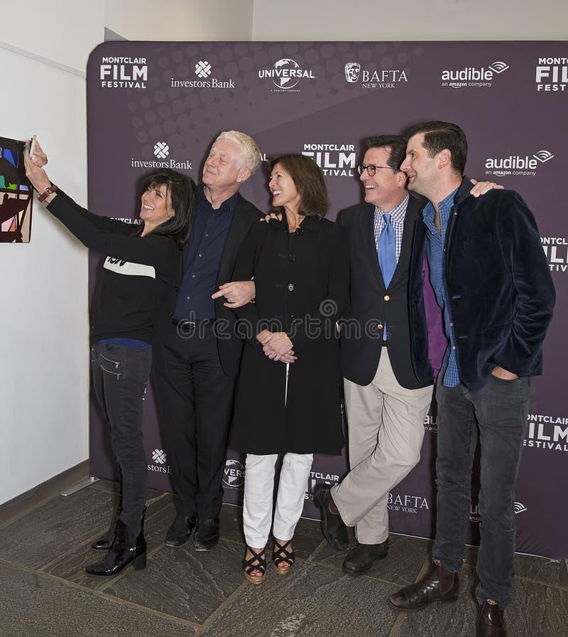 Selfies avec Anna Freud, Richard Curtis, Evelyn Colbert, Stephen Colbert et Luke Parker Bowles photographie stock libre de droits