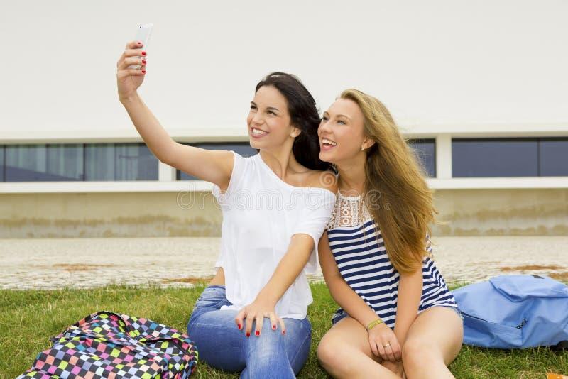 Selfies dans l'école photos libres de droits