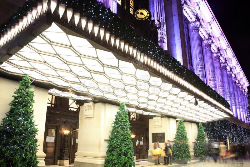 Selfridges τη νύχτα κατά τη διάρκεια του festiviti Χριστουγέννων στοκ εικόνες