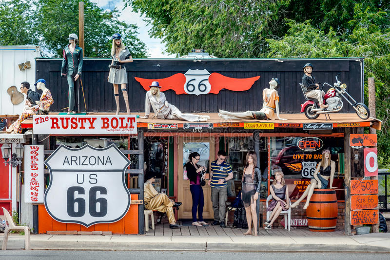 SELIGMAN, ARIZONA/USA - 31 DE JULHO: Rusty Bolt em Seligman Ari imagens de stock