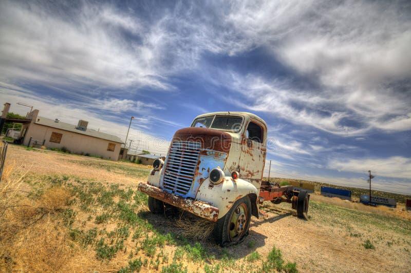 SELIGMAN - Rocznika FORD ciężarówka wzdłuż trasy 66 obraz stock