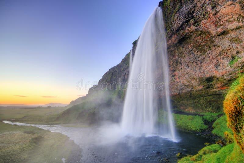 Seljalandfoss alla bella luce di tramonto, Islanda fotografie stock libere da diritti
