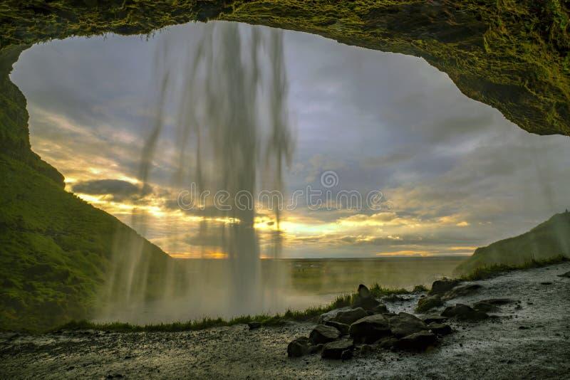 Seljalandsfoss位于在冰岛的南地区由路线1 其中一关于这瀑布的有趣是 免版税图库摄影