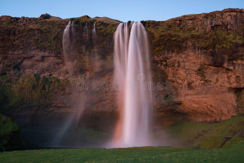 Seljalandsfoss de cascade de point de repère de l'Islande au coucher du soleil image libre de droits