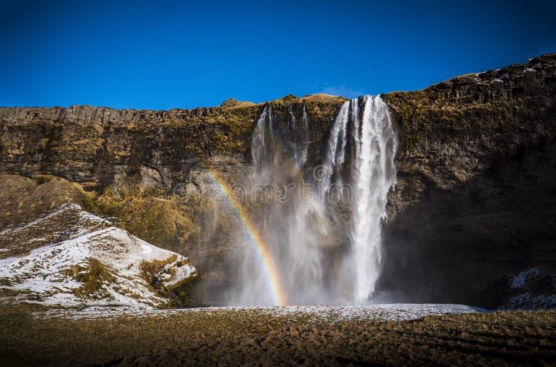Seljalandsfoss, een majestueuze en krachtige waterval in IJsland stock fotografie