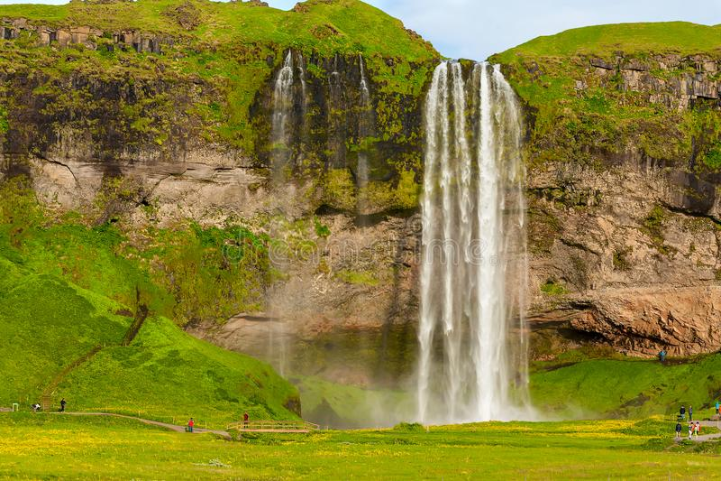 Seljalandsfoss en av den mest berömda isländska vattenfallet royaltyfri fotografi