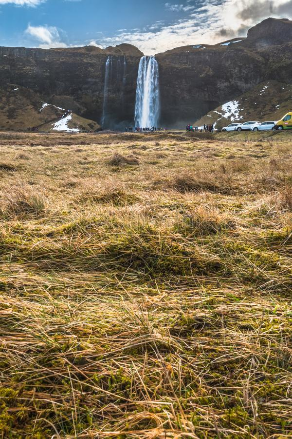 Seljalandsfoss na estação do inverno de Islândia fotografia de stock
