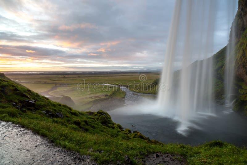 Seljalandsfoss siklawa po zmierzchu, półudniowy-zachód Iceland zdjęcia royalty free