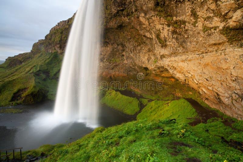 Seljalandsfoss siklawa przy zmierzchem, półudniowy-zachód Iceland zdjęcia stock
