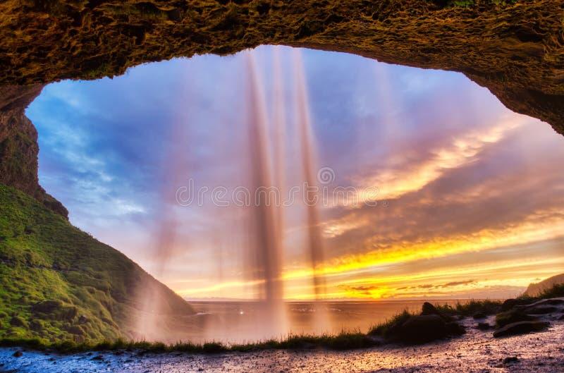 Seljalandsfoss vattenfall p? solnedg?ngen, Island royaltyfria foton