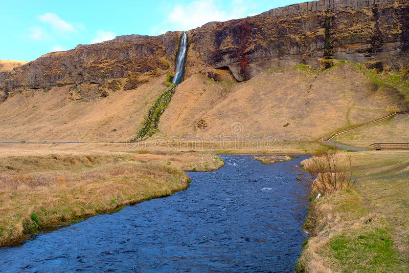 Seljalandsfoss-Wasserfall-Fluss in Island stockfotografie